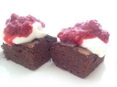 Brownies uten sukker, mel eller nøtter. Proteinrike og fettfattige. (Fitfocuse) Brownies, Healthy Recipes, Healthy Food, Food And Drink, Favorite Recipes, Baking, Snacks, Sweet, Desserts