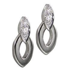 Cartier Diadea Diamond Earrings in White Gold. mCartier Earrings from the Diadea collection. Set with 6 round diamonds. Cartier Earrings, Cartier Jewelry, Gold Diamond Earrings, Round Earrings, Diamond Stud, 1920s Jewelry, Sparkly Jewelry, Purple Gold, White Gold