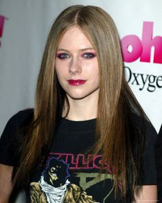 AVRIL LAVIGNE FOLLOW ME ON TWITTER https://twitter.com/ReynaAsencio