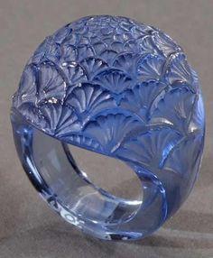 Art Deco glass Bouton de Fleur ring, by René Lalique, circa 1932 Lalique Jewelry, Glass Jewelry, Jewelry Art, Vintage Jewelry, Fine Jewelry, Jewelry Design, Glass Ring, Jewellery Bracelets, Vintage Art