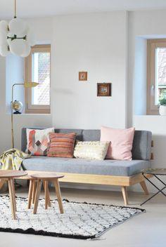 Wohnzimmer, eingerichtet im skandinavischen Stil