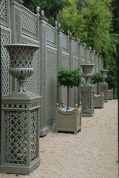 Garden Screening Ideas - Screening can be both attractive as well as practical. From a well-placed plant to upkeep cost-free fencing, below are some innovative garden screening ideas. Outdoor Walls, Outdoor Rooms, Outdoor Living, Outdoor Decor, Garden Urns, Garden Gates, Bamboo Garden, Backyard Fences, Backyard Landscaping