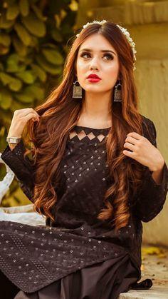 Tall Fashion Tips .Tall Fashion Tips Stylish Dresses For Girls, Stylish Girls Photos, Simple Dresses, Girl Photos, Beautiful Dresses, Pakistani Fashion Party Wear, Pakistani Dresses Casual, Pakistani Dress Design, Fancy Dress Design