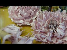 Наикрасивейший лепесток. Технология обработки // Людмила Crepe Paper Flowers Tutorial, Tissue Paper Flowers, Paper Roses, Giant Paper Flowers, Large Flowers, Fabric Flower Brooch, Fabric Flowers, Coffee Filter Flowers, Flower Video