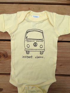 VW Bus Instant Classic Baby Bodysuit por fluffNfeather en Etsy, $15,00