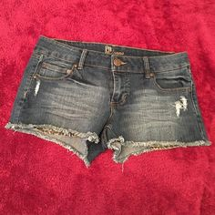 """JEAN SHORTS BRAN NEW & NEVER WORN. GP JEANS JEAN SHORTS. SIZE 7. SOFT & STRETCHY MATERIAL. 'GP JEANS' LOGO ON THE INSIDE IS SLIGHTLY WORN OFF. SHORTS MEASURE 9"""" INCHES TOP TO BOTTOM IN FRONT AND 10"""" INCHES IN BACK TOP TO BOTTOM. Gp Jeans Shorts Jean Shorts"""
