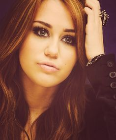 Miley Cyrus Smile	https://www.facebook.com/pages/Miley-Cyrus-Smile/653038148091287