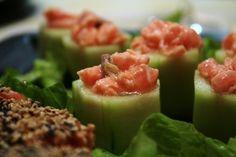 Rolls di cetriolo con tartare di salmone