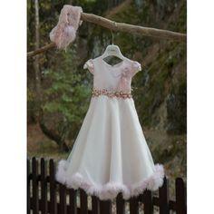Επώνυμο βαπτιστικό φόρεμα Mi Chiamo σε ροζ απόχρωση και εντυπωσιακό σχέδιο, διακοσμημένο με πούπουλα και γούνινο καπέλο, Χειμωνιάτικα βαπτιστικά ρούχα κορίτσι οικονομικά, Βαπτιστικά ρούχα για κορίτσι Χειμερινά τιμές-προσφορά Girls Dresses, Flower Girl Dresses, Wedding Dresses, Fashion, Dresses Of Girls, Bride Dresses, Moda, Bridal Gowns, Fashion Styles