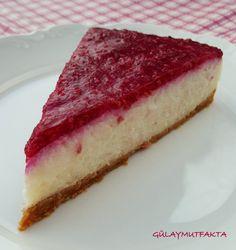 Kendini cheesecake zanneden irmik tatlısı:) Krem peyniri irmik tatlısına güzel bir lezzet kattı.. Köpük köpük hafif bir tatlı oldu.. Şid...