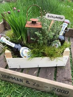 """""""Manine Makes"""" - A beer garden as a gift - Pearl mom .- """"Manine Makes"""" – Ein Biergarten als Geldgeschenk – Perlenmama A clever idea to wrap a gift of money beautifully and practically. An ideal gift for the garden and beer lover. Homemade Gifts, Diy Gifts, Wrap Gifts, Don D'argent, Wrapping Gift, Diy 2019, Diy Cadeau, Diy Y Manualidades, Navidad Diy"""