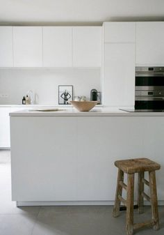 A white minimalist kitchen makeover #whitekitchen