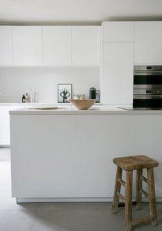A white minimalist kitchen makeover #whitekitchen