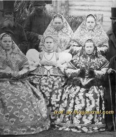 oI< Крестьяне Нижегородской губернии в праздничных костюмах, 1900е г.