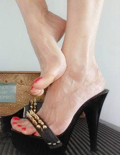 Beautiful High Heels, Beautiful Toes, Sexy Legs And Heels, Hot High Heels, Girl Soles, Sexy Toes, Female Feet, Women's Feet, Long Toes