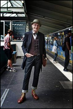 Hipster, I guess. - 9GAG Who cares!? He looks COOL!