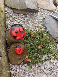 Aprendiz: pintar piedras para decorar jardín: unas mariquitas