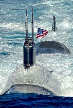 "coffeenuts: ""lahoriblefollia:Los Angeles-class attack submarine USS Tuscon "" Us Navy Submarines, Sports Nautiques, Nuclear Submarine, Go Navy, Us Navy Ships, Navy Military, Military Weapons, Military Personnel, United States Navy"