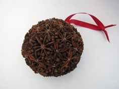 spices kissing ball (cloves, star anise) - would be great to cover tree too! Christmas Arts And Crafts, Homemade Christmas Decorations, Winter Wedding Decorations, Nordic Christmas, Christmas Baubles, Xmas Decorations, Rustic Christmas, Christmas Projects, Christmas Holidays