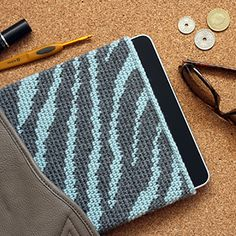 Opskrift på iPad sleeve, zebra | Yarnfreak