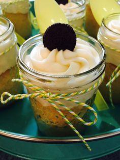 Vanilla Oreo Mason Jar Cakes #bakerstwine #pickyourplum