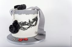 Cake-o-topia 50 shades of grey   wedding cake darker lace mask heart