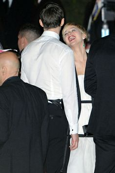 Beautiful… | Jennifer Lawrence Kisses Nicholas Hoult At The Golden Globes, Melts Hearts Everywhere