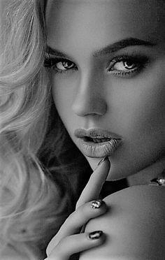 Up close colour your eyes, portrait photography, beauty photography, black and white portraits Portrait Photos, Female Portrait, Girl Face, Woman Face, Beauty Photography, Portrait Photography, Dslr Photography, Photography Backdrops, Photography Lessons