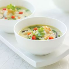 2 bowls of Thai coconut shrimp soup with mushrooms, bamboo shoots & spinach Thai Shrimp Soup, Thai Soup, Curry Shrimp, Thai Coconut, Coconut Shrimp, Soup Recipes, Cooking Recipes, Tasty Thai, Pasta Soup