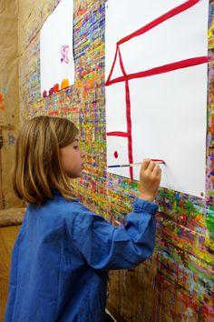 Peinture d'enfant.  N'allons pas dire à l'enfant que sa maison manque d'originalité, il en serait troublé. Quelque soit le lieu où il se trouve, même s'il vit dans une case à l'autre bout du monde, spontanément, il la trace ainsi (à quelques variantes près). Arno Stern, Dire, Art Classroom, Room Ideas, Childhood, Palette, Play, Creative, Artwork