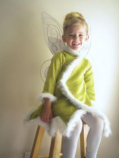 Tinkerbell jacket for a cold Halloween night. Lily wants to be Tinkerbell for Halloween. Maybe I should get working on this now! Dress Up Costumes, Cute Costumes, Halloween Costumes For Girls, Halloween Night, Holidays Halloween, Halloween Kids, Happy Halloween, Amazing Costumes, Costume Ideas