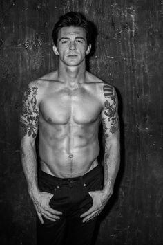 Drake Bell Looks So Hot for Shirtless 'Flaunt' Shoot!: Photo All of those headlines about Drake Bell are going to be about something different after fans find this new shirtless photo shoot for Flaunt magazine! Drake Bell, Drake Y Josh, Drake Parker, Josh Peck, Hottest Male Celebrities, Celebs, Clint Eastwood, Fashion Story, Sport