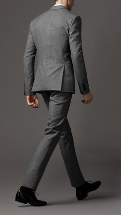 Wool and mohair slim fit suit by Burberry. What wonderful things a suit does for a man's body. Displays and hides at the same time. A good suit just tantalizes. Mens Fashion Suits, Mens Suits, Terno Slim, Burberry Suit, Grey Suit Men, Slim Fit Suits, Fitted Suit, Men Formal, Business Outfits
