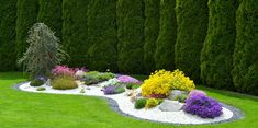 rabatt dekorsten Moj kawaek ziemi a na nim PRZYTUL - rabatt Front Yard Garden Design, Front House Landscaping, Front Garden Landscape, Backyard Garden Design, Outdoor Landscaping, Lawn And Garden, Outdoor Garden Decor, Outdoor Gardens, Garden Planning
