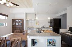 造作作業台のあるキッチンで、友人と楽しくコミュニケーションがとれる家|施工実績|愛知・名古屋の注文住宅はクラシスホーム