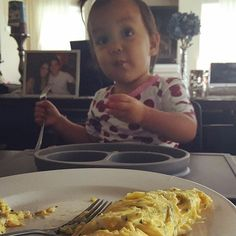 They love their omelette :) #eggs #itsjudyslife #keirabear @itsjudytime by the way VLOG IS UP