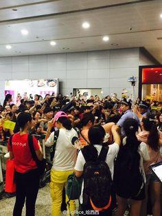 awesome Kim Soo Hyun - Pudong International Airport, Shanghai. Kim Soo-hyun returned home to Korea. (30/08/2015)