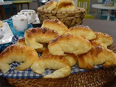 Medialunas: the cousin of croissants. A little smaller and a little sweeter; Mexican Food Recipes, Sweet Recipes, Dessert Recipes, Delicious Desserts, Yummy Food, Argentine Recipes, Paraguay Food, Argentina Food, Corn Cakes