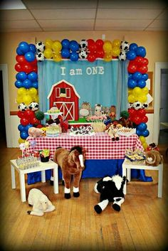 Fun display at a farm birthday party! See more party planning ideas at… Party Animals, Farm Animal Party, Farm Animal Birthday, Cowboy Birthday Party, Cowgirl Party, Farm Birthday, First Birthday Parties, Birthday Party Themes, First Birthdays
