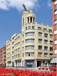 El Edificio El Tigre o Edificio del Tigre es un edificio construido en 1940 para la empresa Correas el Tigre en la Ribera de Deusto, en Bilbao, Vizcaya, España. En 1942 se le colocó una estatua de un tigre de hormigón de Joaquín Lucarini.