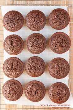 These yummy chocolate mochi muffins have a slightly chewy and fudgy texture and are completely gluten-free. Gourmet Desserts, Asian Desserts, Healthy Dessert Recipes, Japanese Desserts, Filipino Desserts, Plated Desserts, Japanese Food, Mochi Muffin Recipe, Muffin Recipes