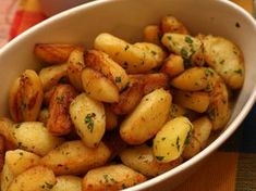 Cartofi wedges cu usturoi si patrunjel Agendautila Raw Vegan Recipes, Healthy Recipes, Potato Diet, Tumblr Food, Romanian Food, Cafe Food, Food Cravings, Yummy Drinks, Baby Food Recipes