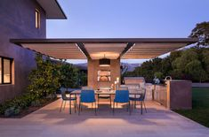 Cerámicos y porcelánicos para exteriores Modern Outdoor Kitchen, Outdoor Spaces, Outdoor Kitchens, Outdoor Decor, Wood Patio, Concrete Patio, Outdoor Kitchen Countertops, Adirondack Furniture, Built In Grill