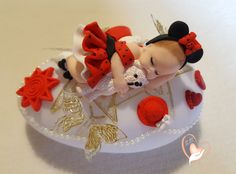 Veilleuse galet lumineux bébé fille mini avec son ours - au coeur des arts - Enfants - Au coeur des Arts Baby Cupcake Toppers, Baby Cake Topper, Baby Shower Cupcakes, Book Cupcakes, Baby Mold, Realistic Baby Dolls, Fondant Baby, Clay Baby, Polymer Clay Dolls