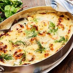 Det här receptet på fiskgratäng med räkor och dill är en storfavorit hos dom flesta. En krämig, fräsch och lyxig fiskgratäng som du kan göra till både vardag och fest. Servera gärna gratängen med kokt pressad potatis för en ultimat smakupplevelse!