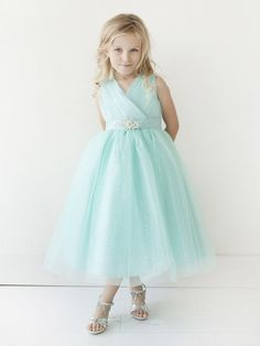 This adorable glitter v neck tulle dress with a rhinestone brooch is the perfect dress for your flower girl. Formal Dress Stores, Girls Formal Dresses, Formal Dresses For Weddings, Tulle Skirts, Tulle Dress, Satin Dresses, Lace Dress, Turquoise Flower Girl Dress, Flower Girl Dresses
