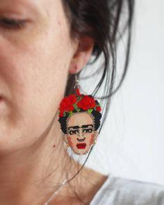 Frida tekli küpe oldu  #fridakahlo #frida #fridanecklaces #necklace #kolye #kuzguncuk #broş #peyote #fashion #fridabrooch…