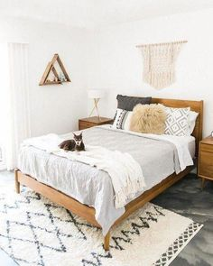 14 Fabulous Rustic Chic Bedroom Design and Decor Ideas to Make Your Space Special - The Trending House Cozy Bedroom, Master Bedroom, Bedroom Decor, Scandinavian Bedroom, Bedroom Colors, Bedroom Red, Chaise Bedroom, Master Suite, Bedroom Ceiling