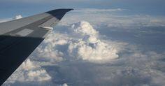 Cuál es la temporada baja para las aerolíneas. Viajar en temporada baja puede ser una oferta si sabes cuándo y a dónde ir. Bajo la ansiedad de atraer clientes, las aerolíneas pueden ofrecer grandes ofertas para viajar a destinos no populares durante la temporada baja. Sin embargo, averiguar cuál es la temporada baja o reducida no es algo que parezca tan simple. Este término depende de la época ...