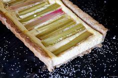 Rhabarber white chocolate Cheesecake Tarte  Zutaten - Tarte-Boden -180 g Dinkelvollkornmehl Oder Dinkelmehl – 50 g gemahlene Mandeln – 50 g Puderzucker – etwas Vanille – 100 g kalte Butter – 1 Ei  Für die Käsekuchenfüllung – 200 g weiße Schokolade – 150 g Magerquark – 200 g Frischkäse – ca. 5 EL Mango-Muss – 1 TL Dinkelmehl – 1 Ei  4 Stangen Rhabarber bzw. je nach Größe etwas mehr oder weniger  #rhubarb_cheesecake, #rhabarber_tarte, #mango_cheesecake, #white_chocolate_cheesecake…